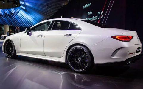 Белый Mercedes CLS 2019 года