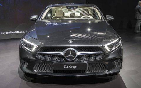 Решетка радиатора и головная оптика Mercedes CLS 2019 года