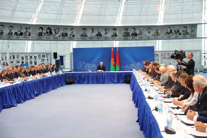Лукашенко проводит собрание по поводу Европейских игр