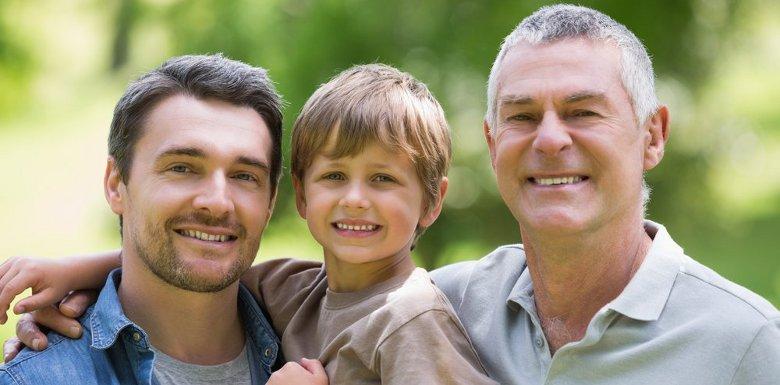 мужчина с сыном и отцом