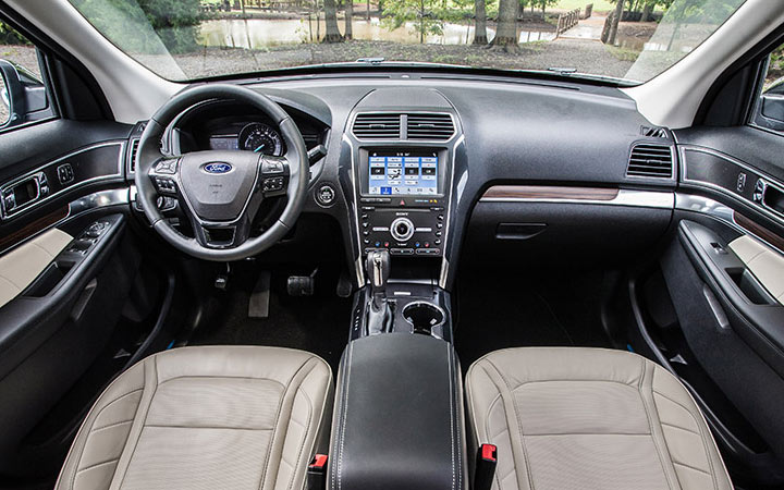 Интерьер Ford Explorer 2019 года