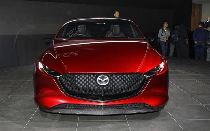 Бампер и оптика Mazda 3 2019 года