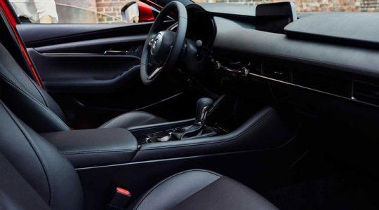 Mazda 3 первые фото салона