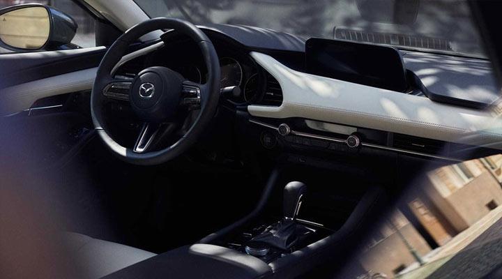 Mazda 3 интерьер