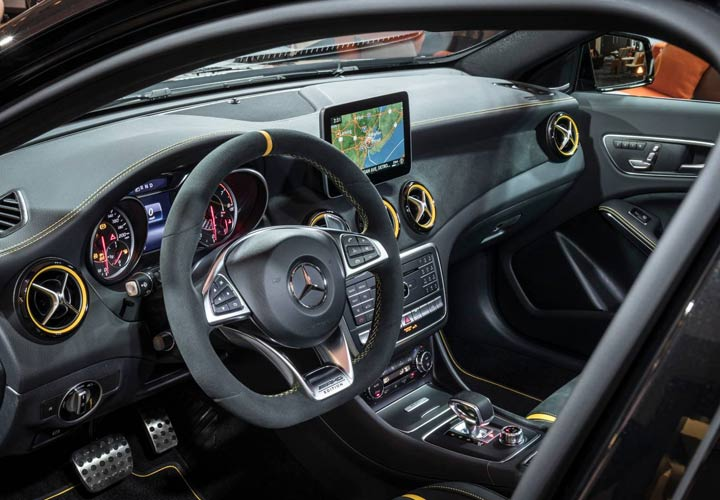 Интерьер Mercedes-Benz GLA 2019