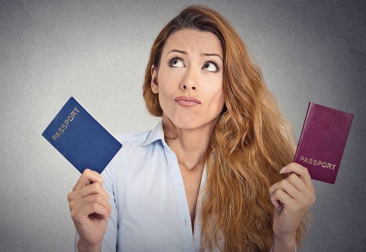 Девушка с двумя паспортами