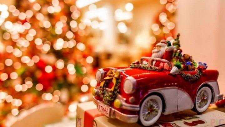 Новогодняя елка и машинка
