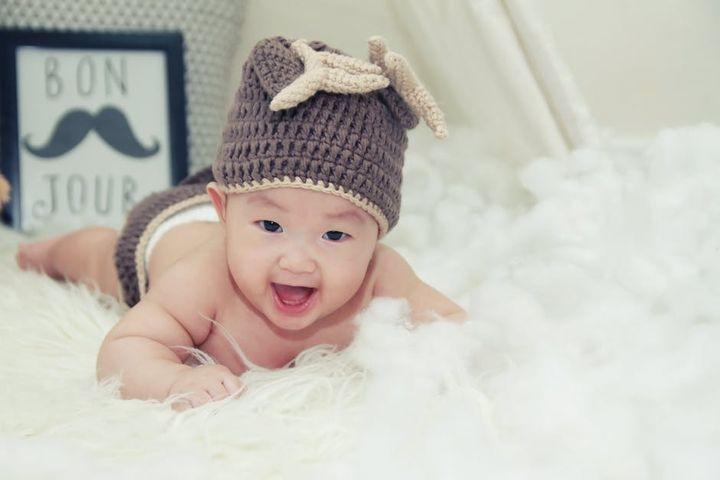 Мальчик в смешной шапке