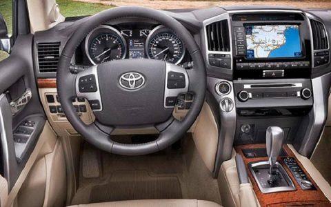 Приборная панель Toyota Land Cruiser Prado 2019 года