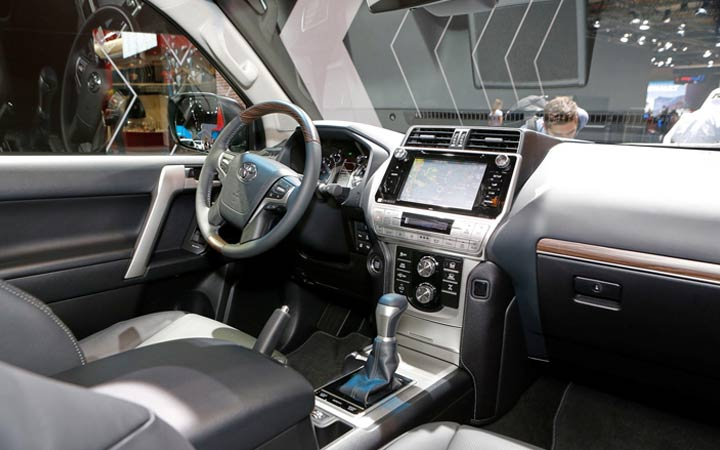 Интерьер Тойота Прадо 2019 года
