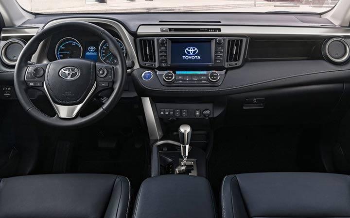 Интерьер Toyota RAV4 2019