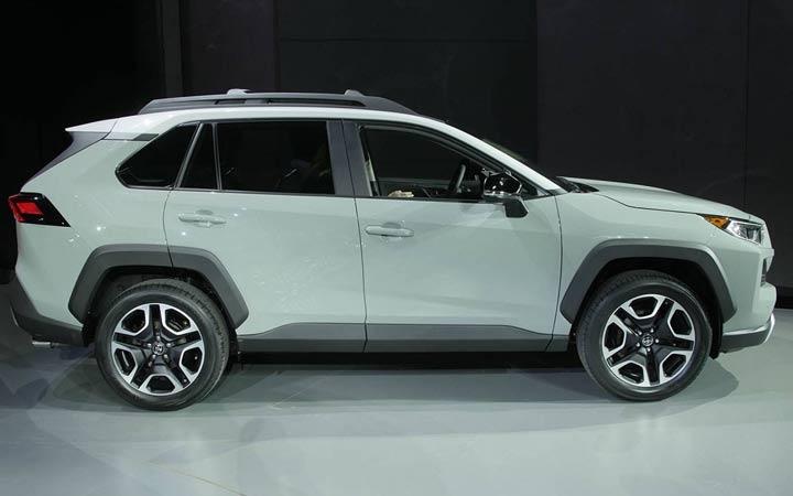 Новый кузов полноприводного Toyota RAV4 2019 года