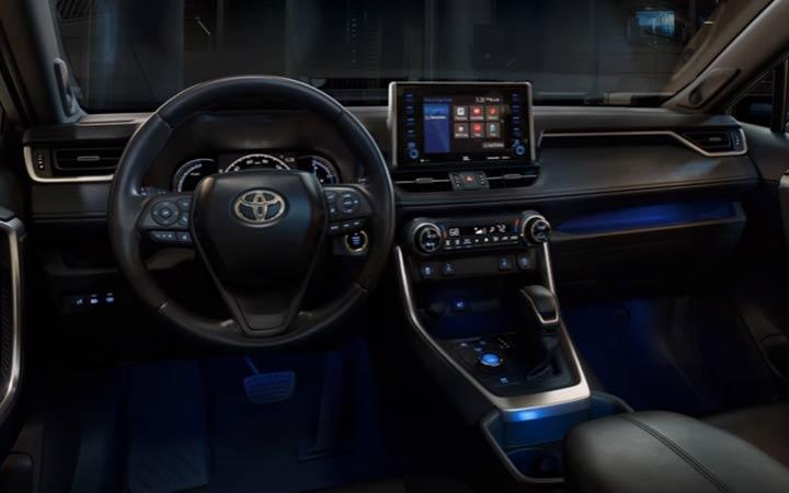В салоне Toyota RAV4 2019 года
