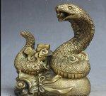 змея на мешке с деньгами