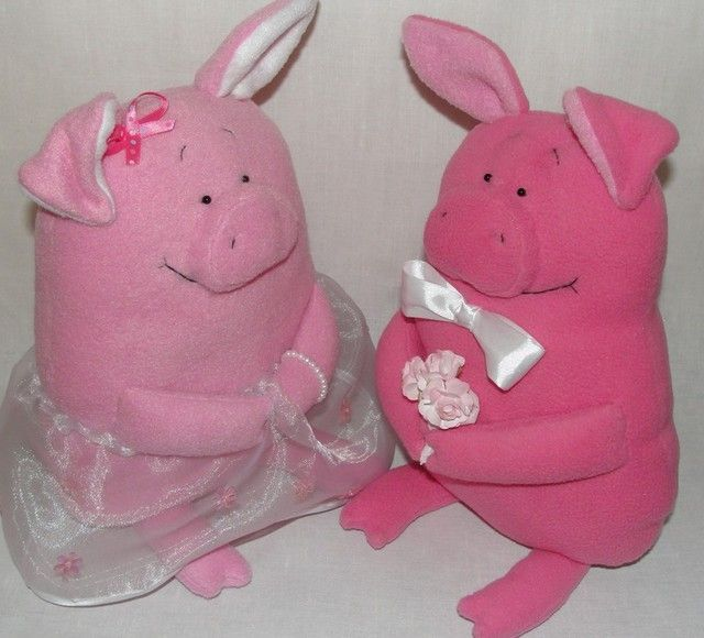 Piggy toys with their own hands