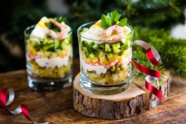 Подача новогодних салатов