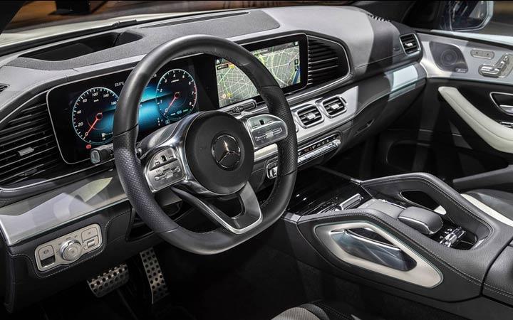 Интерьер Mercedes GLE 2019 года