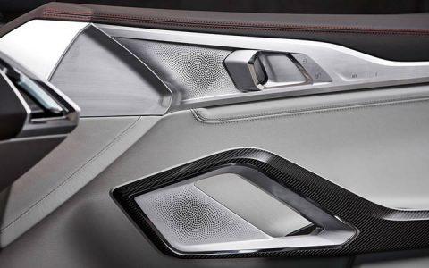 Сенсорные кнопки на двери BMW 8-series 2019 года