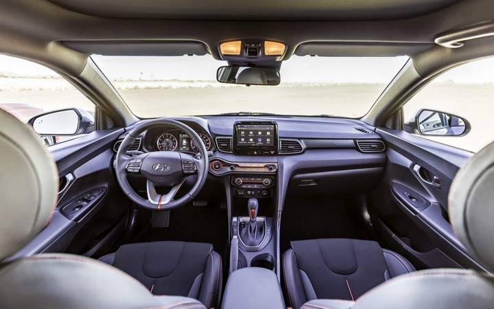 Интерьер Hyundai Veloster 2019