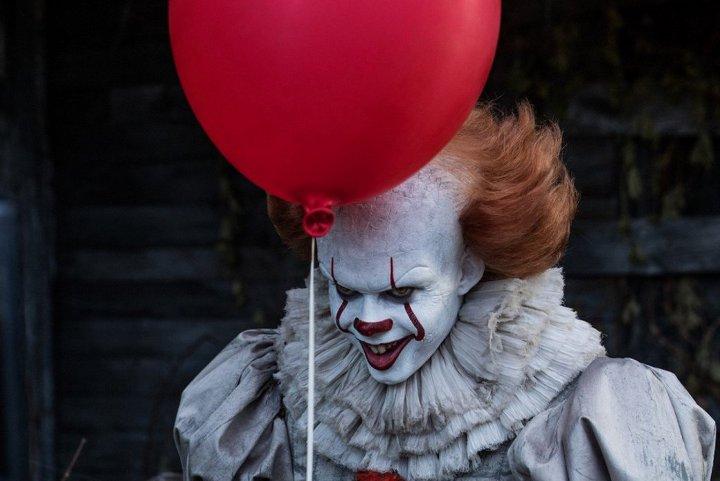 клоун с шариком из фильма Оно
