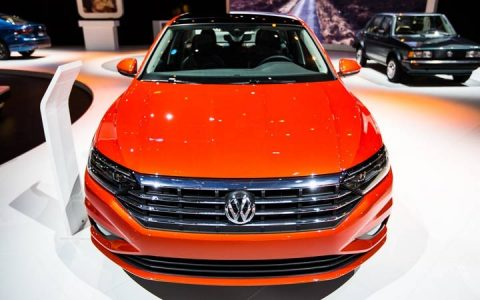 Volkswagen Jetta 2019 в оранжевом цвете