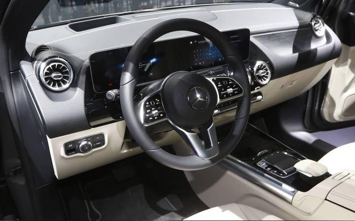 Интерьер Mercedes B-class 2019 года