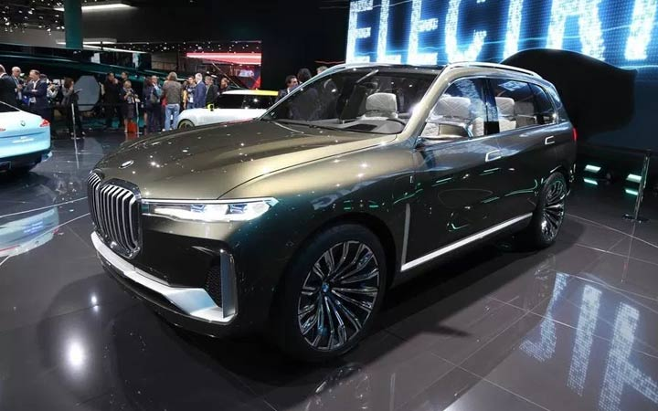 Флагманский кроссовер BMW X7 2019 года
