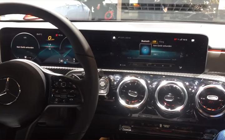 Интерьер Mercedes A-Class живое фото