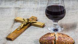 крест бокал вина и хлеб