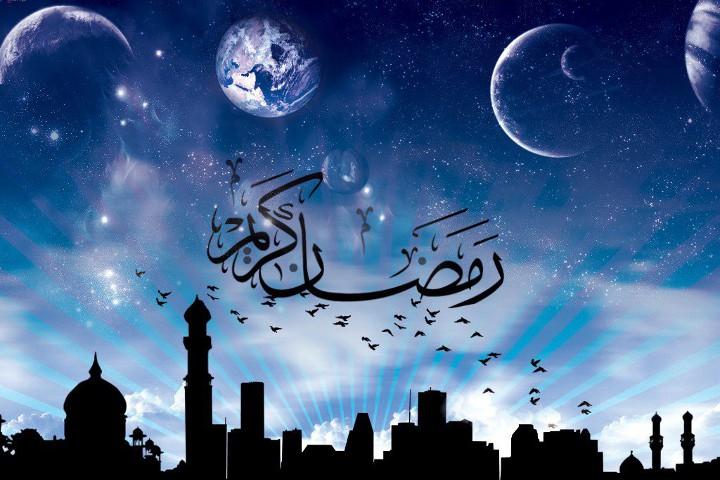арабский город на фоне неба и луны и арабская надпись