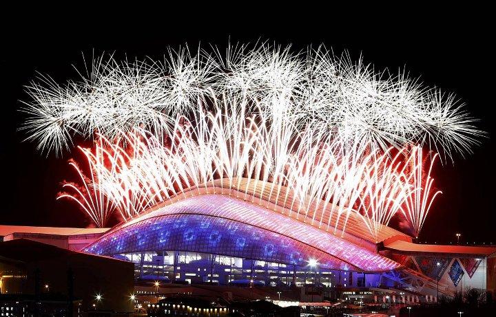фейерверк над олимпийским комплексом