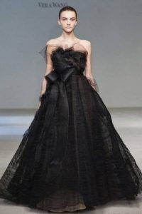 Необычное черное платье для невесты