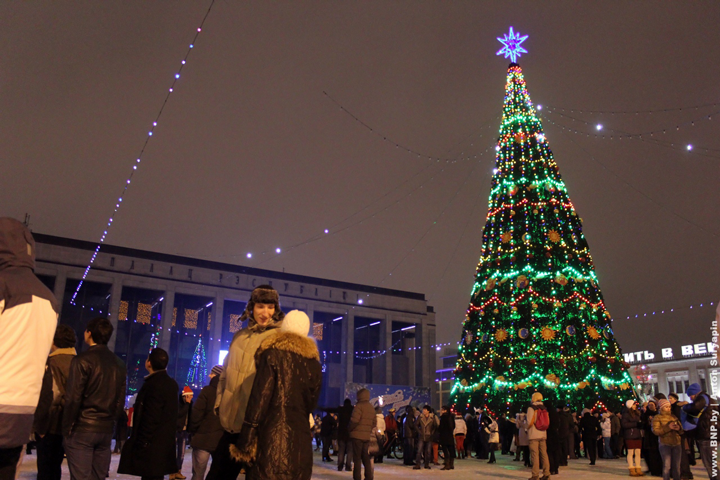 Новогодняя ночь на Октябрьской площади