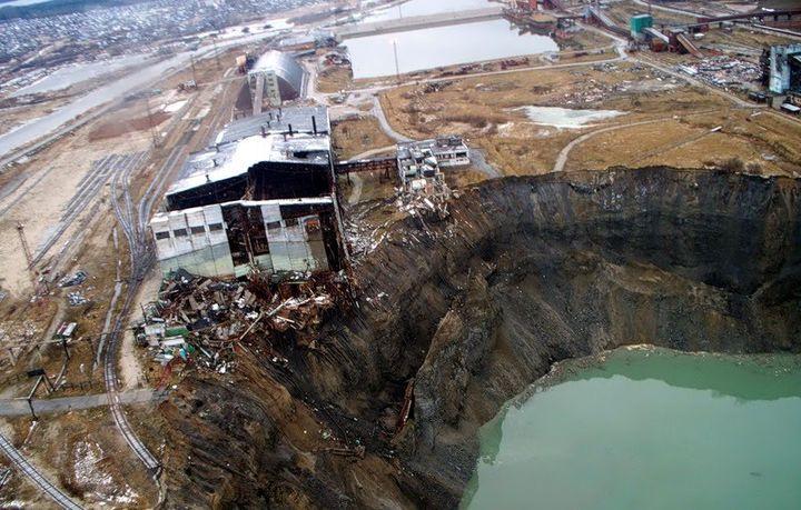 Провал в земле в городе Березняки