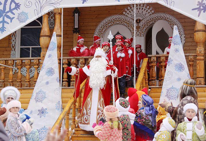 Дед мороз встречает гостей