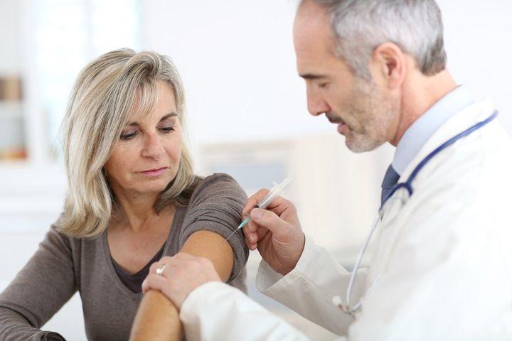 Прививка в плечо