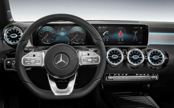 Интерьер Mercedes GLB 2019