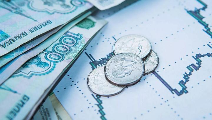 российские рубли и купюры на графике