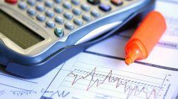 калькулятор, фломастер и графики