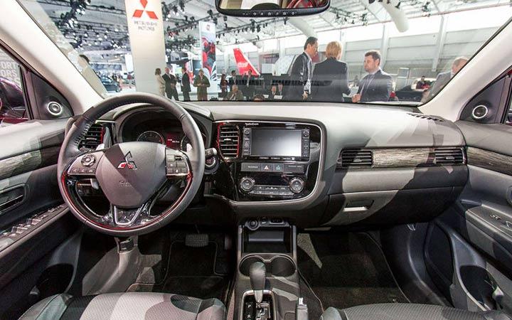 Интерьер Mitsubishi Outlander 2019 года