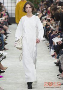 Белое платье макси зима 2018-2019