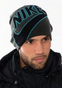 Мужская шапка в спортивном стиле