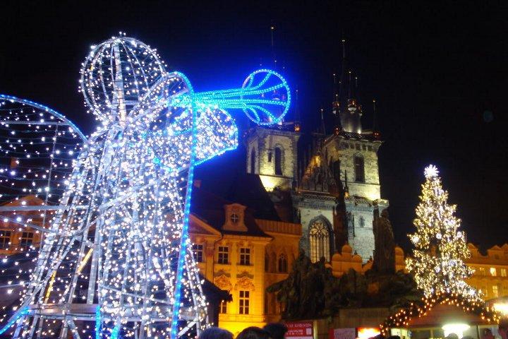 декоративный элемент ангел на улице в Чехии