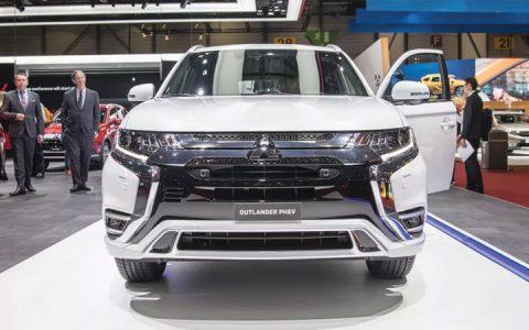 Головная оптика Mitsubishi Outlander 2019 года