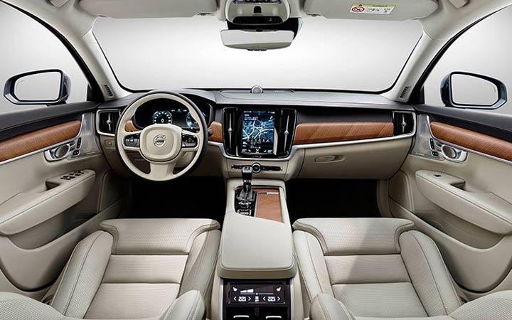 Интерьер Volvo ХС60 2018-2019