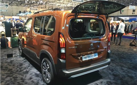 Задний бампер Peugeot Rifter 2018-2019