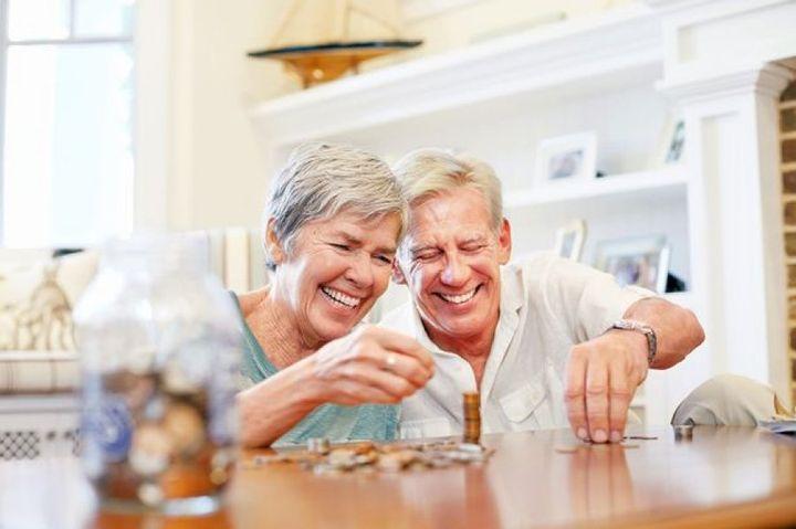 Довольные пенсионеры