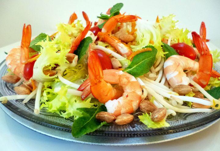 Новогодний салат с креветкой