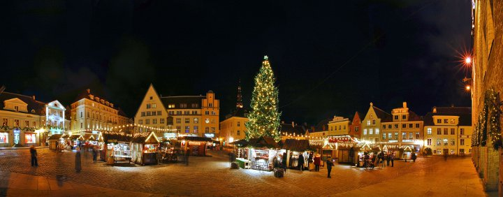 новогоднее украшение главной площади таллина