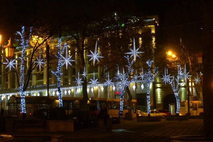 новогодние украшение улиц тбилиси
